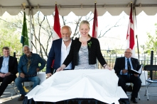 The Honourable Catherine McKenna and sculptor John Greer unveil the monument design (photo: Jamie Kronick)